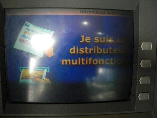 Je suis un distributeur multifonction, admirez-moi! (avec une histoire d'amour à la fin)